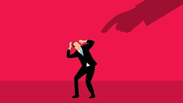 就活の面接で失敗した人を非難するシーン