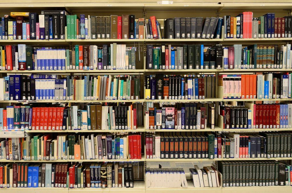 日本のバイオ・科学ニュース・科学情報サイトを暗喩する本棚