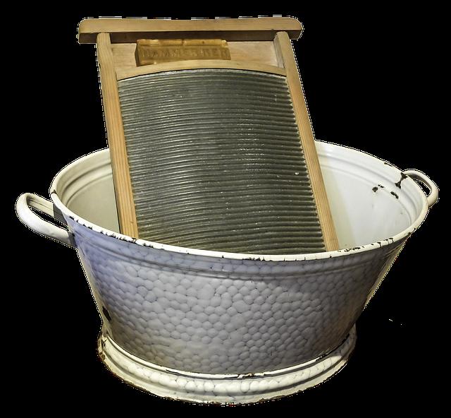 洗濯物を洗うための板とバケツ