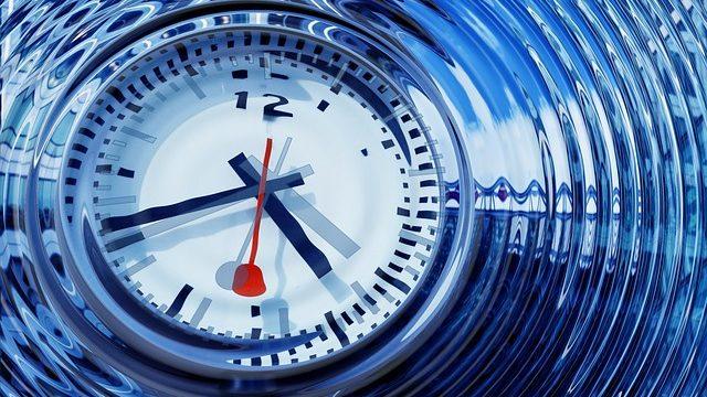 リピート機能を兼ね備える時計