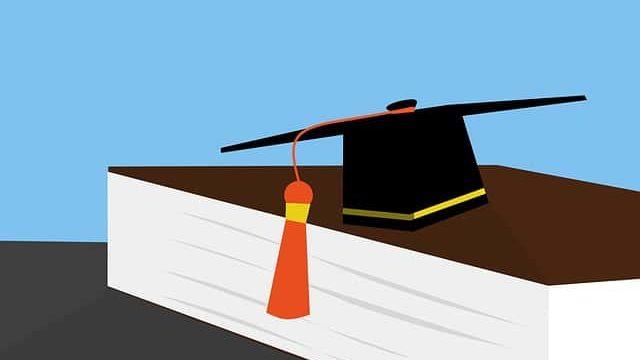 博士課程を卒業した人の学位帽子