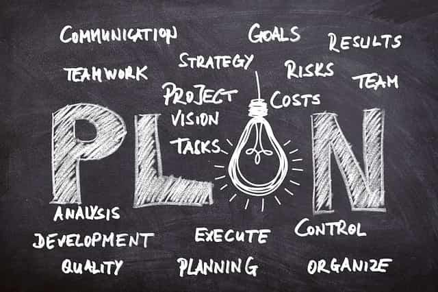 将来の目標を達成する計画を立てているところ
