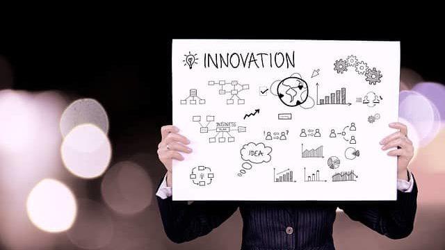 研究職をイメージさせる「Innovation」のサイン