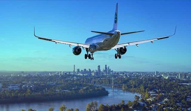 海外転勤により飛行機で移動しているところ