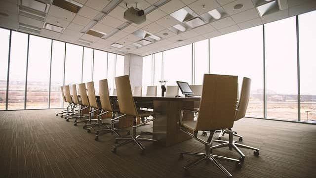 企業のオフィスの一室