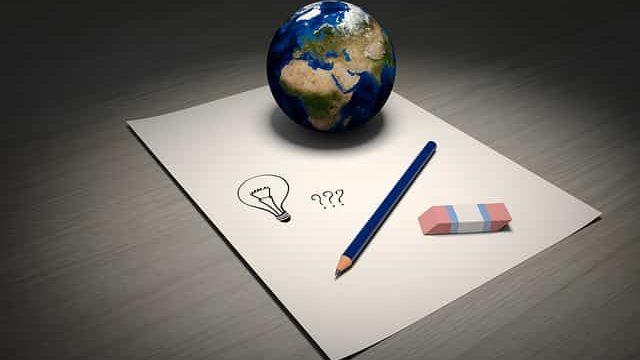 世界の情報を踏まえてアイデアを考えているところ